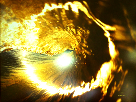 david-puus-golden-wave-of-light
