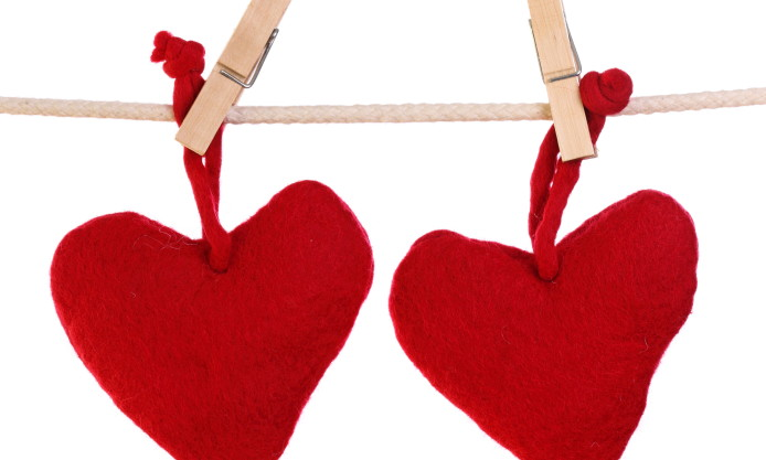 red-heart-love-valentine-2014-clothespins-rope-romance-image-694x417