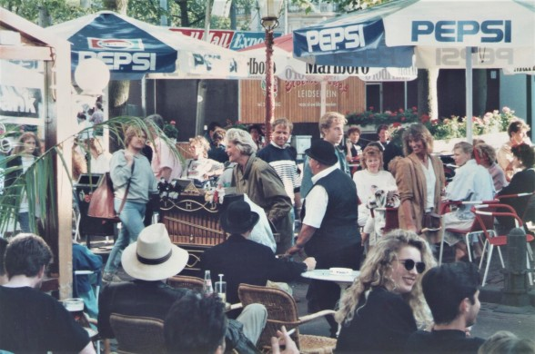 amsterdam-cafe-people