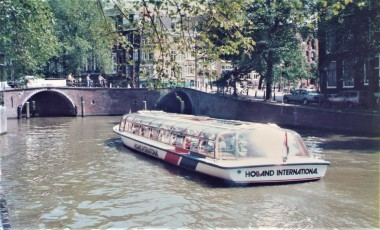 amsterdam-canal-tourboat